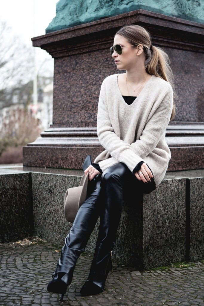 Outfit_Flared-Leather-Pants-Edited-X-Lena-Terlutter-Knit-11