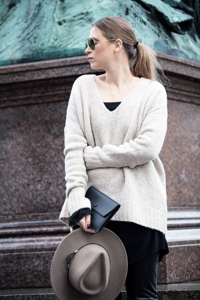 Outfit_Flared-Leather-Pants-Edited-X-Lena-Terlutter-Knit-9
