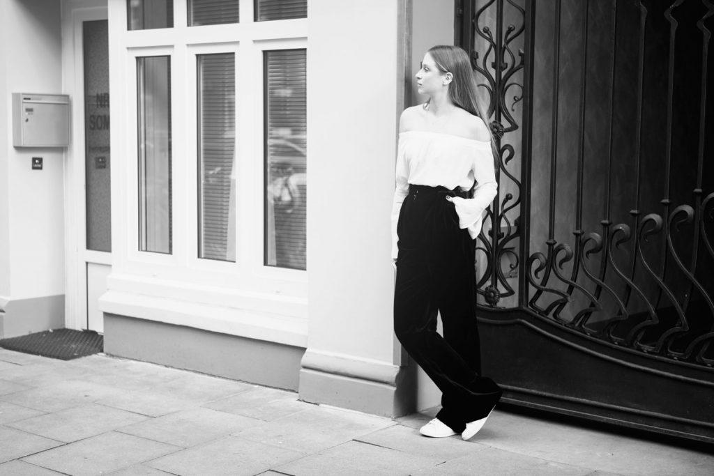 Streetstyle-Lilly-Ingenhoven-Flaired-Cotton-Velvet-Cherie-3