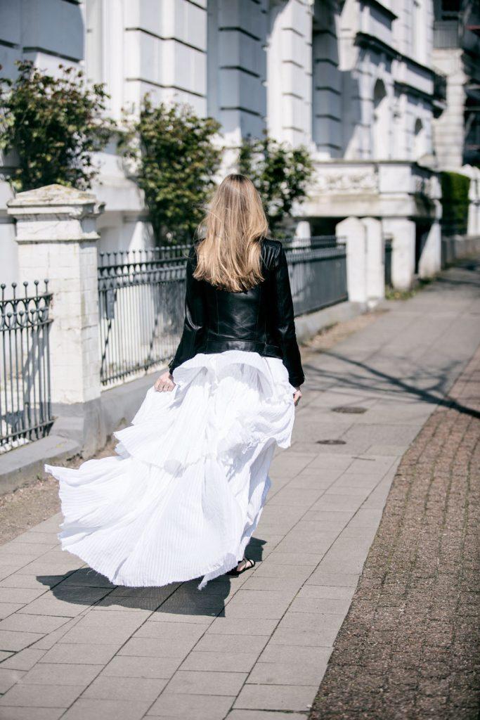 Sancarolin-Streetstyle-Replay-Weißes-Kleid-Volantkleid-Dobby-1