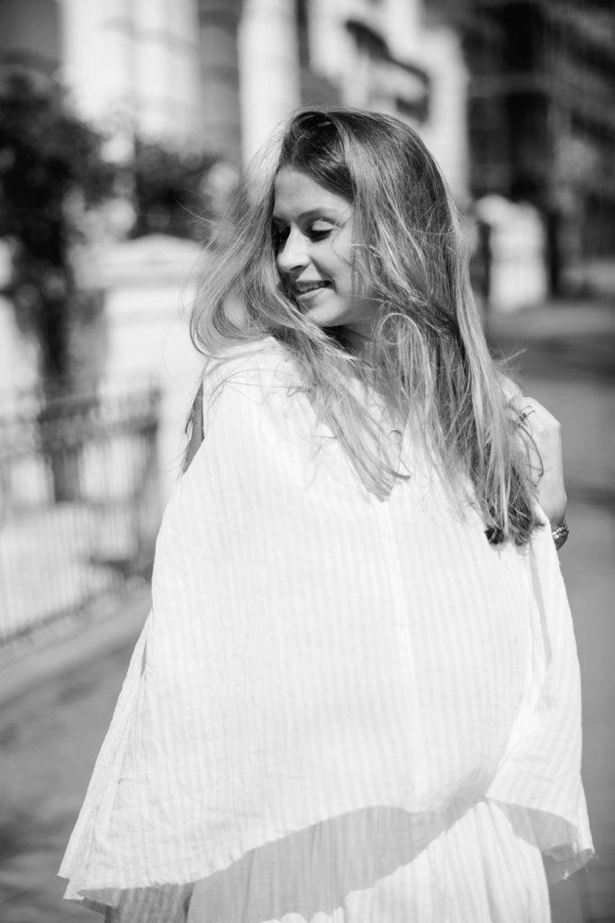 Sancarolin-Streetstyle-Replay-Weißes-Kleid-Volantkleid-Dobby-bw-2