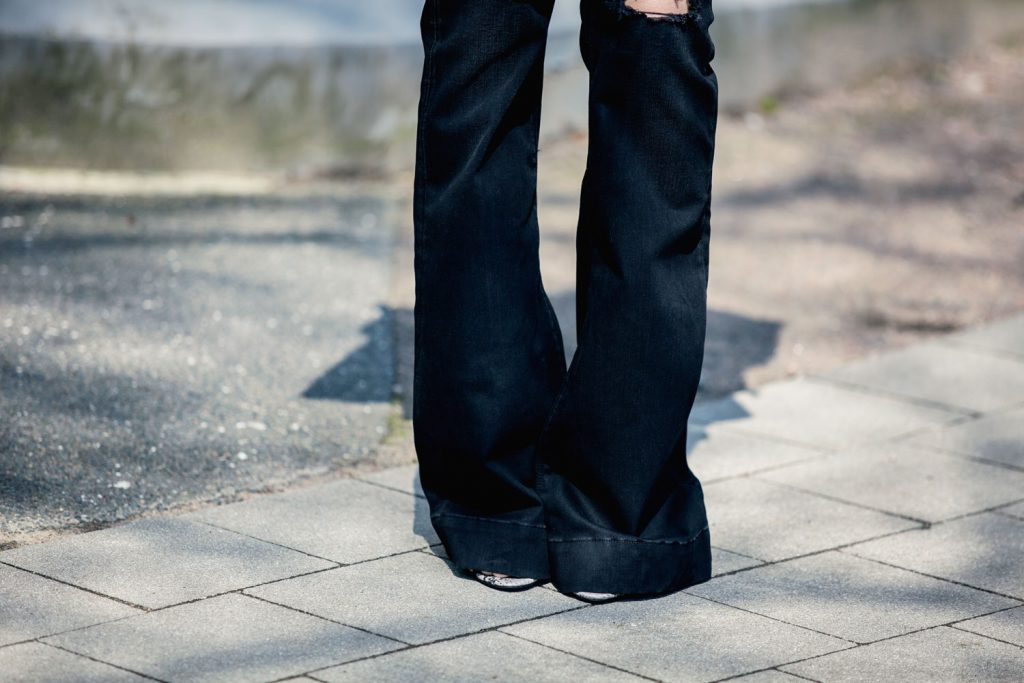 Streetstyle-Replay-Flared-Pants-Trumpet-Sleeves-3