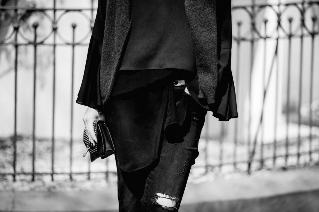 Streetstyle-Replay-Flared-Pants-Trumpet-Sleeves-bw
