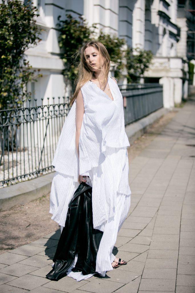 Sancarolin-Streetstyle-Replay-Weißes-Kleid-Volantkleid-Dobby