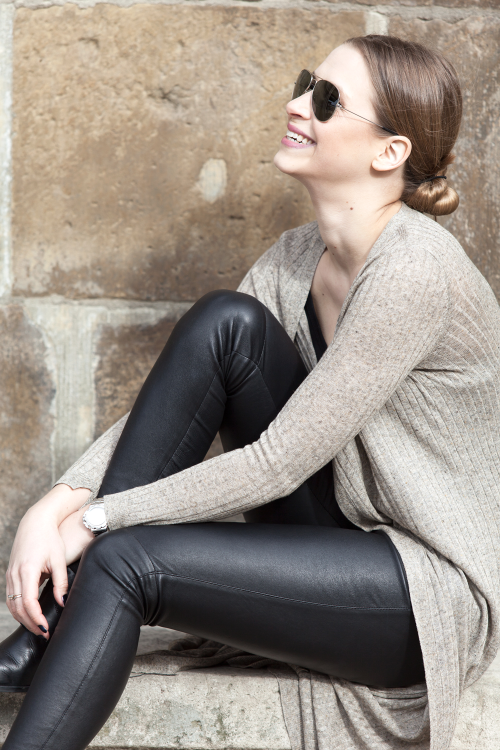 Elegance is an attitude – rocking leather and flowing knitwear.